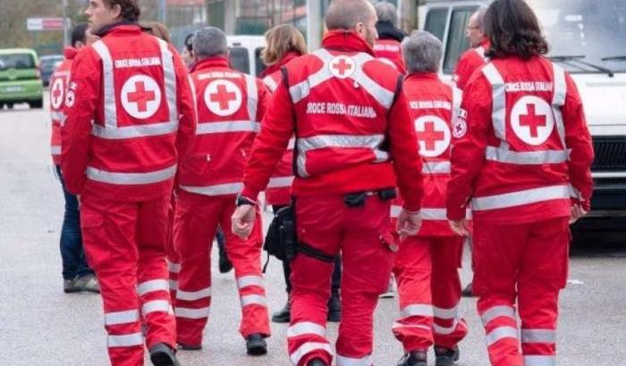 Se non riesci a stare in casa diventa volontario temporaneo della Croce Rossa