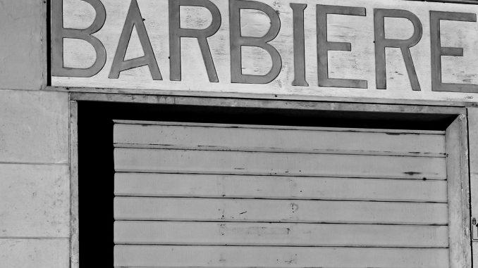 Coronavirus, De Luca chiude barbieri, parrucchieri e centri estetici in Campania