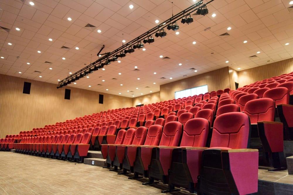 Coronavirus, cinema e teatri chiusi in Campania: chiesto lo stato di crisi