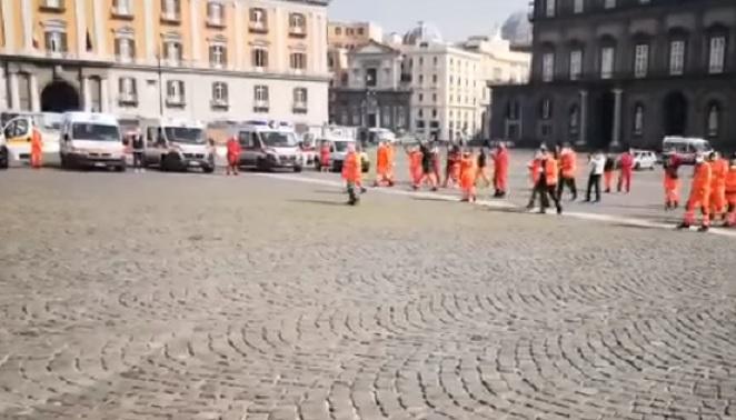Video - Flash mob delle ambulanze del 118 in piazza del Plebiscito