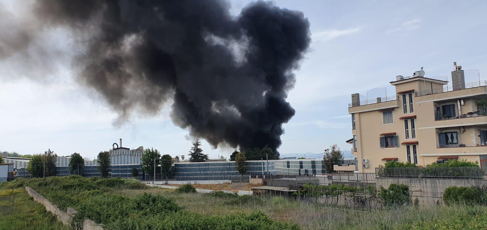 Ottaviano, esplosione in una fabbrica di plastica (VIDEO)