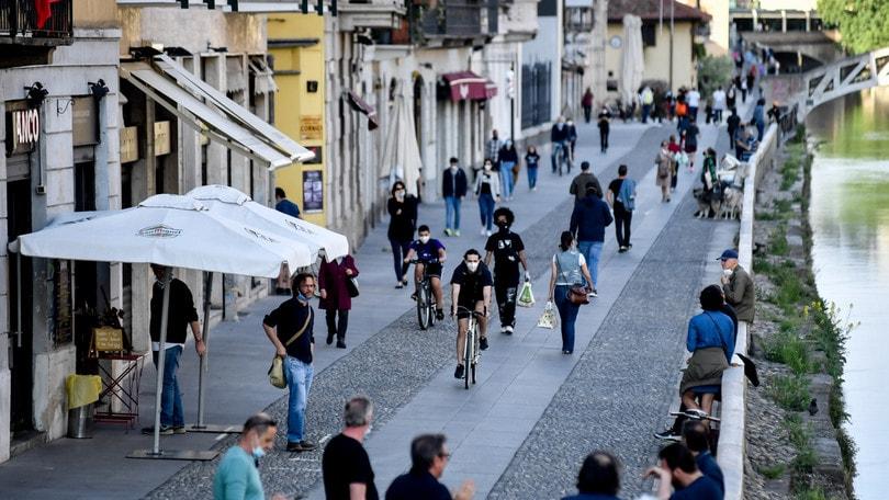 Fase 2: folla ai Navigli, arriva l'ultimatum del sindaco Sala