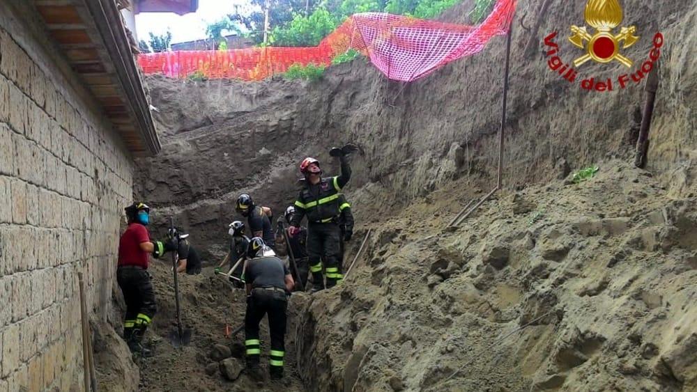 Tragedia a Pianura, due operai morti nel crollo di un cantiere