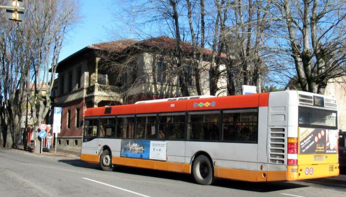 Trasporti Napoli -Dopo i 13 mezzi alimentati a metano attivi da pochi giorni, arrivano altri 20 nuovi autobus Mercedes-Benz euro 6 di ultima generazione