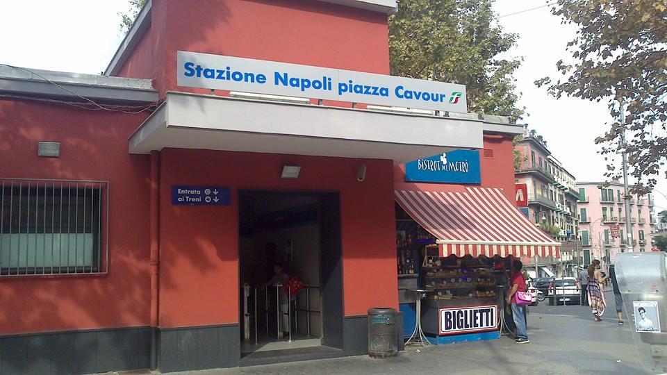 Napoli, allarme fumo nella stazione della Metropolitana di Piazza Cavour