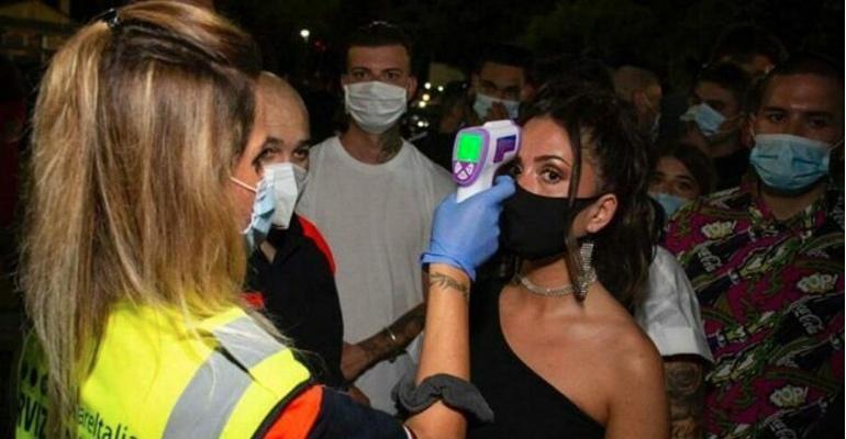 Coronavirus, il governo chiude le discoteche e torna l'obbligo delle mascherine all'aperto