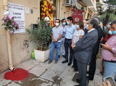 A 29 anni dall'omicidio di Libero Grassi vernice rossa su luogo del delitto