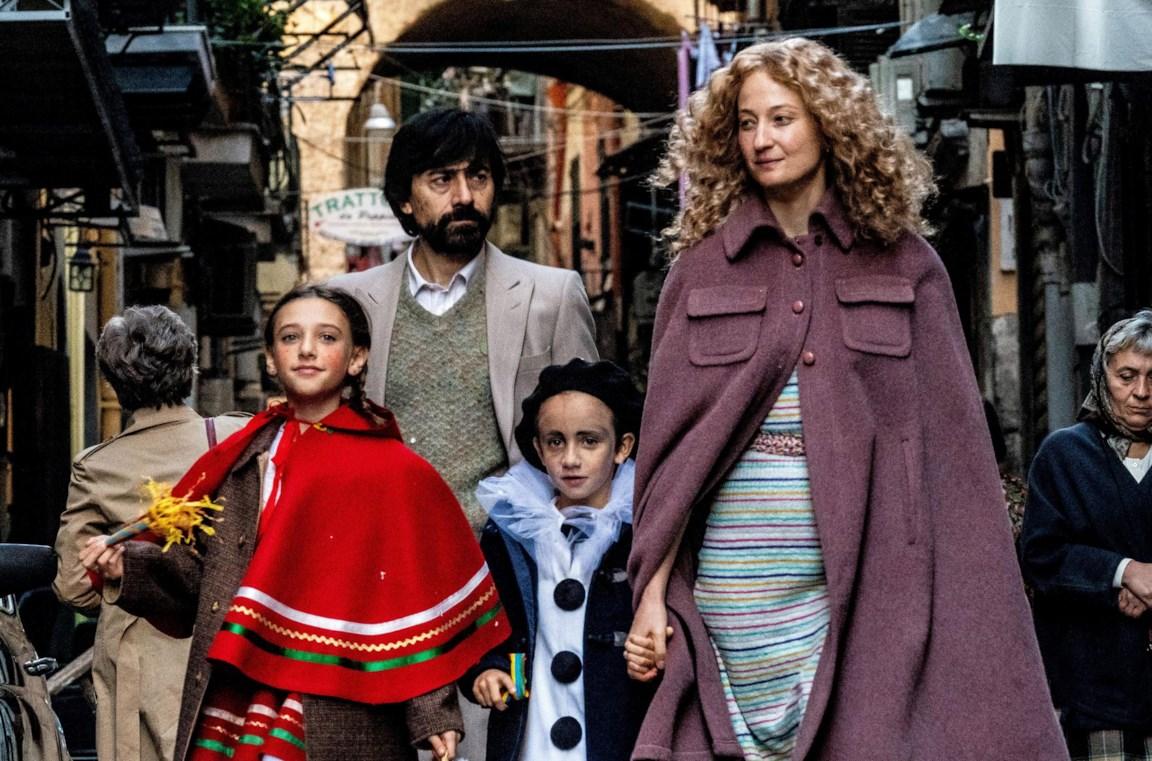 """""""Lacci"""", a Venezia 2020 il film di Daniele Lucchetti ambientato a Napoli"""