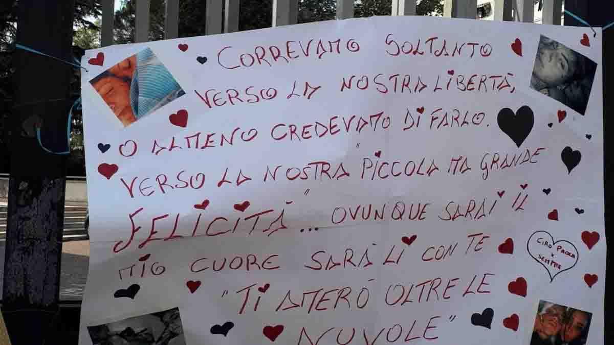 """Il manifesto di Ciro nel giorno dei funerali di Maria Paola Gaglione: """"Il mio cuore con te"""""""
