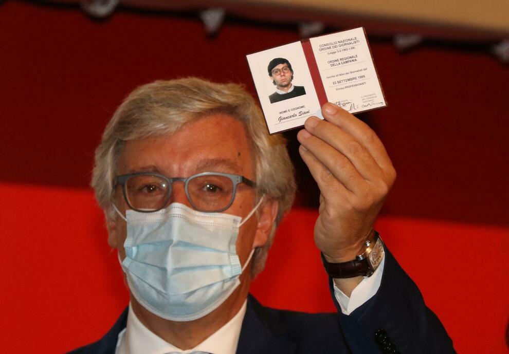 Giancarlo Siani è un giornalista professionista: consegnato il tesserino alla famiglia