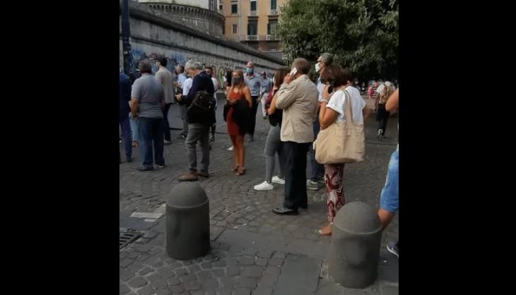 Giudice di Pace di Napoli, ancora lunghe file e assembramenti (VIDEO)