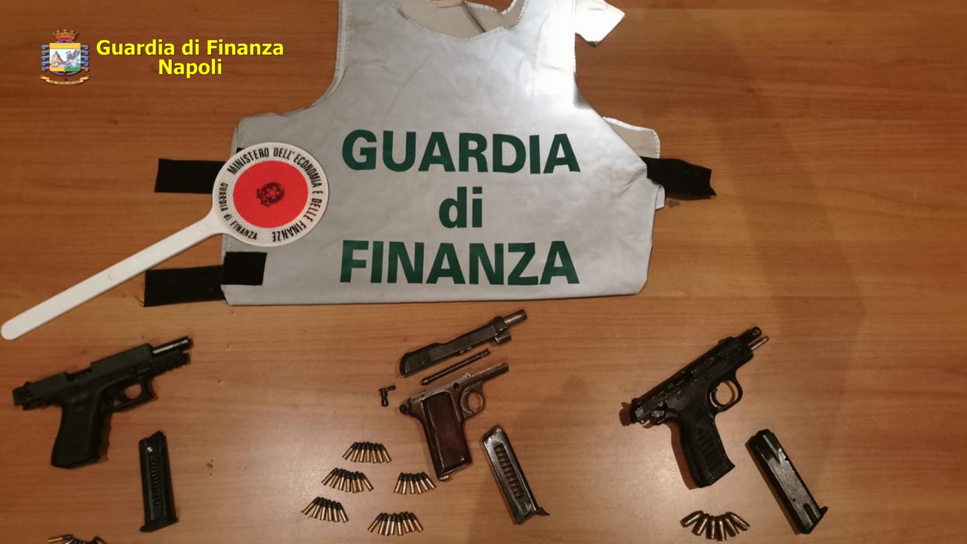 Blitz a Ponticelli, sequestrate armi e munizioni della camorra