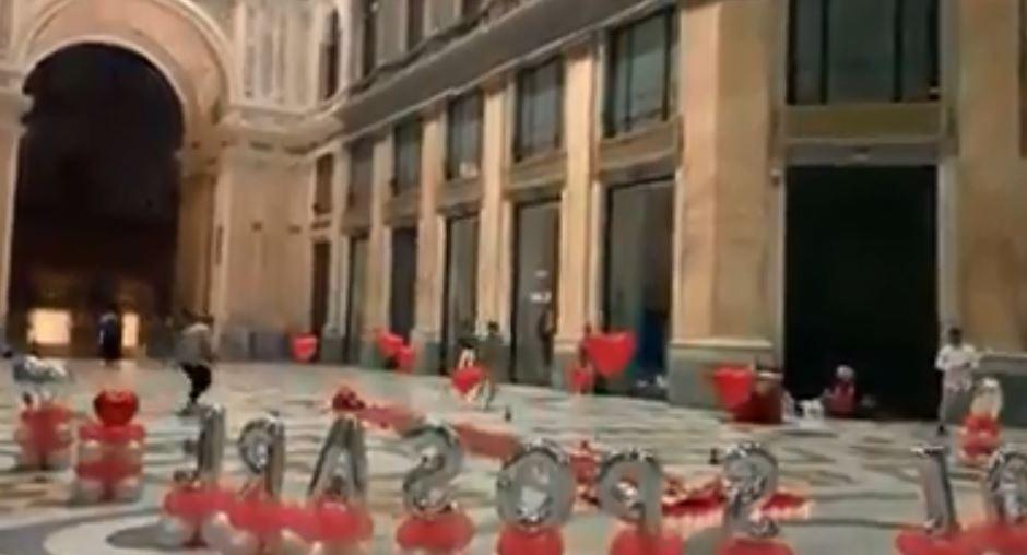 Galleria Umberto, fuochi d'artificio per una proposta di matrimonio (VIDEO)