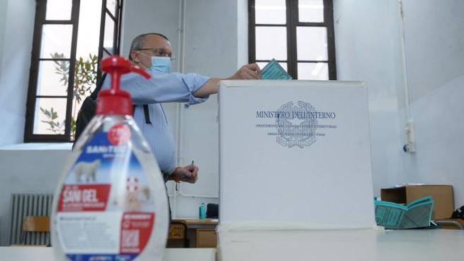 Napoli, le scuole sedi di seggi aprono lunedì 28 settembre