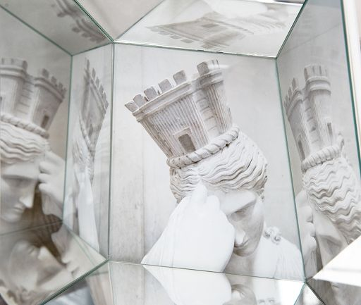 """Dynys in mostra a Napoli: dal Canova a """"Nothing to lose"""""""