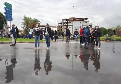 Covid: blocco stradale ad Arzano contro il lockdown deciso dal Comune
