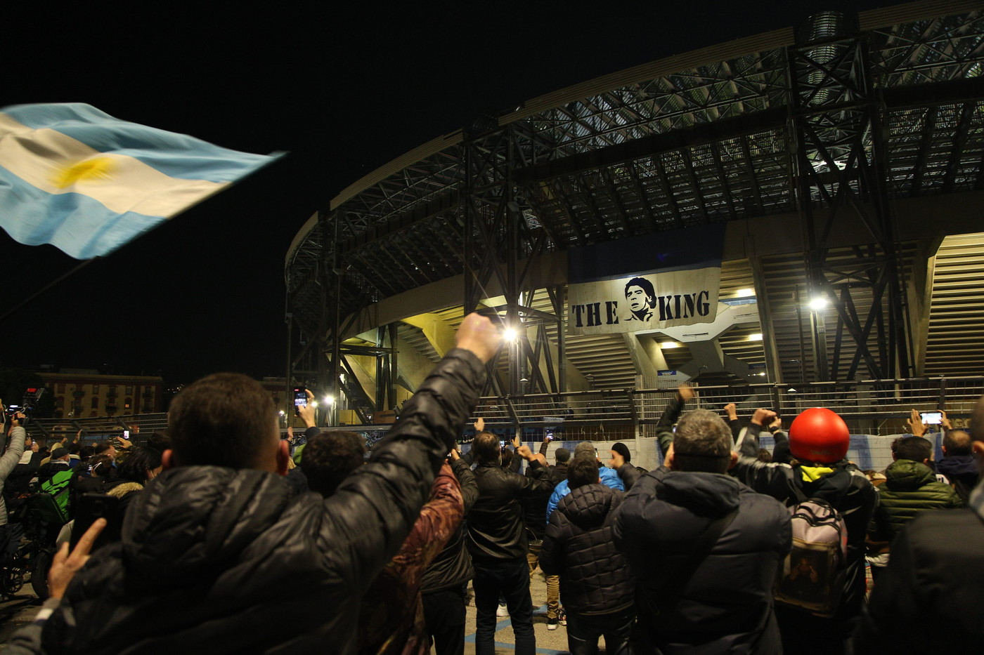 """Maradona, a Napoli spunta l'autocertificazione """"rendo omaggio al Pibe"""""""