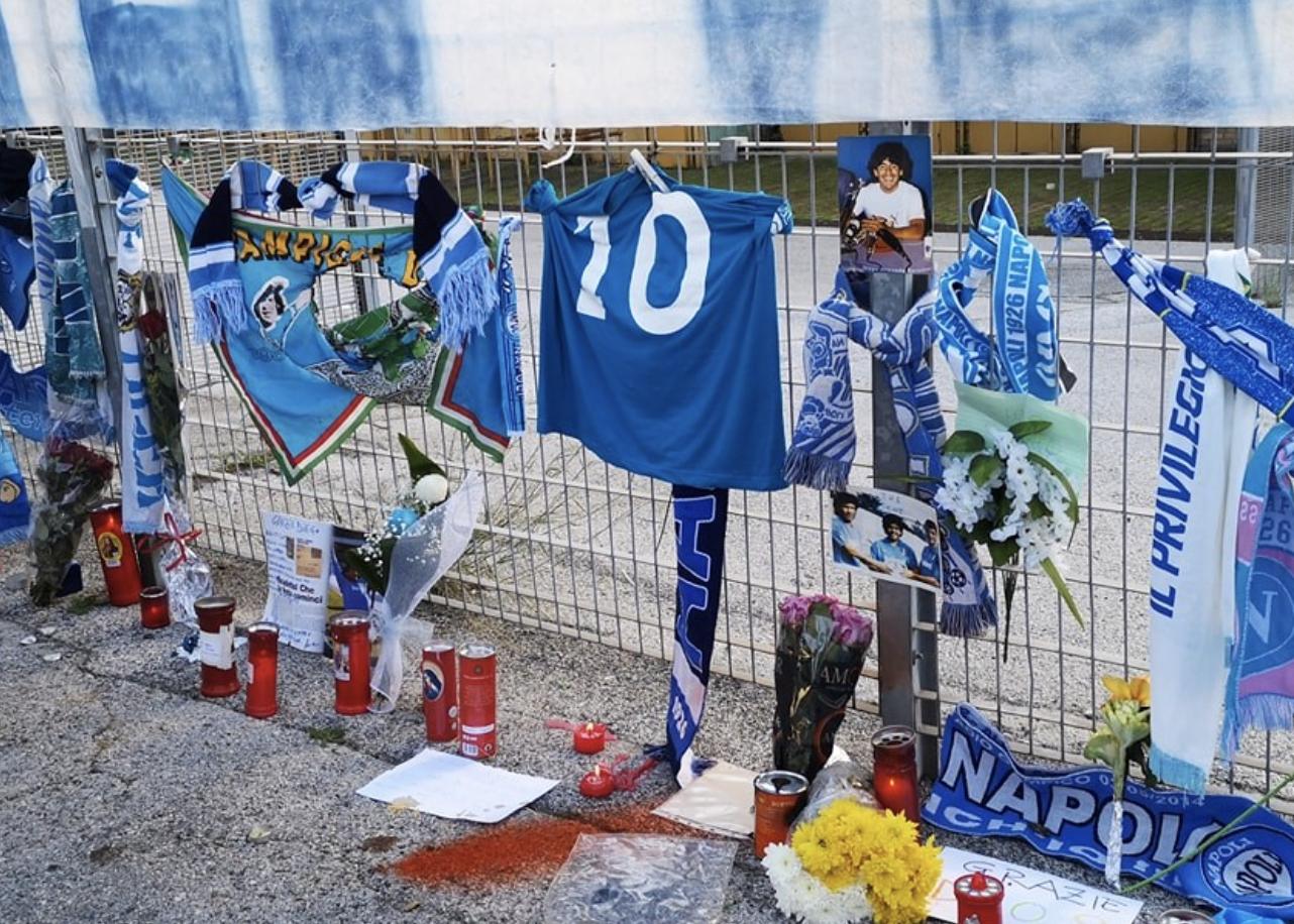 """L'annuncio di de Magistris: """"Il San Paolo si chiamerà stadio Diego Armando Maradona"""""""