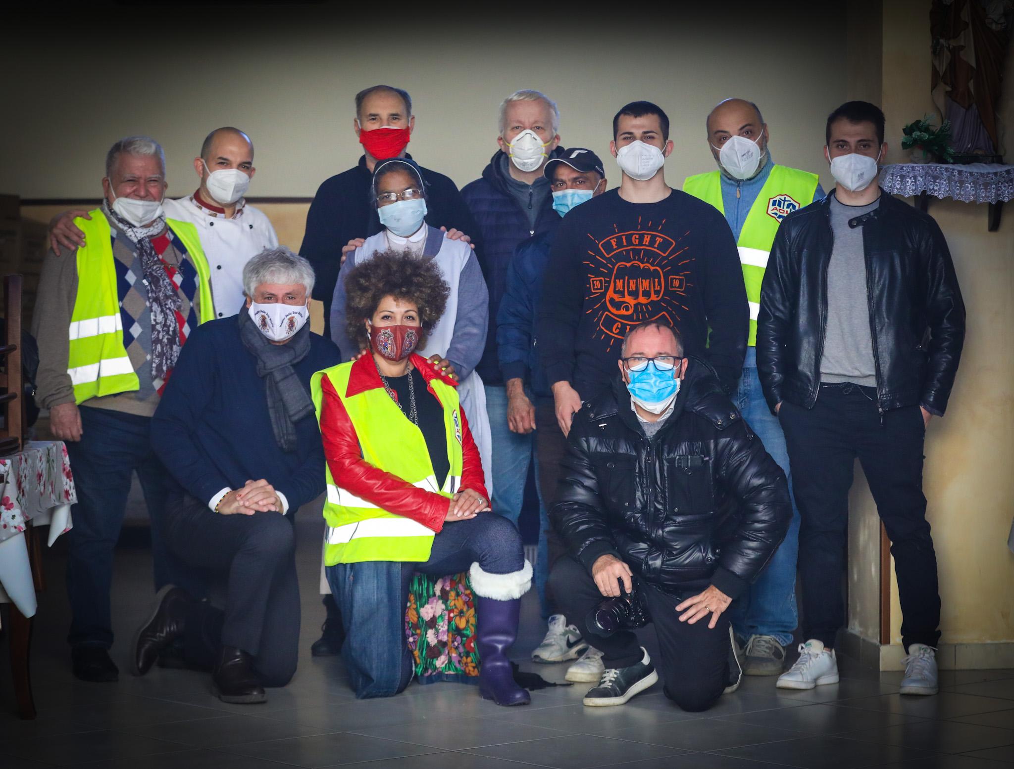 Acli Provinciale Napoli, l'artista M'Barka Ben Taleb e l'editore Giammarino in campo per il Natale delle guide turistiche e degli artisti di strada