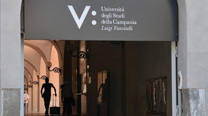 Denaro per superare un esame, sospeso docente dell'università Vanvitelli