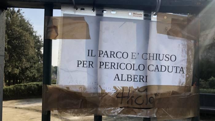 Maltempo, a Napoli oggi chiusi cimiteri e parchi cittadini