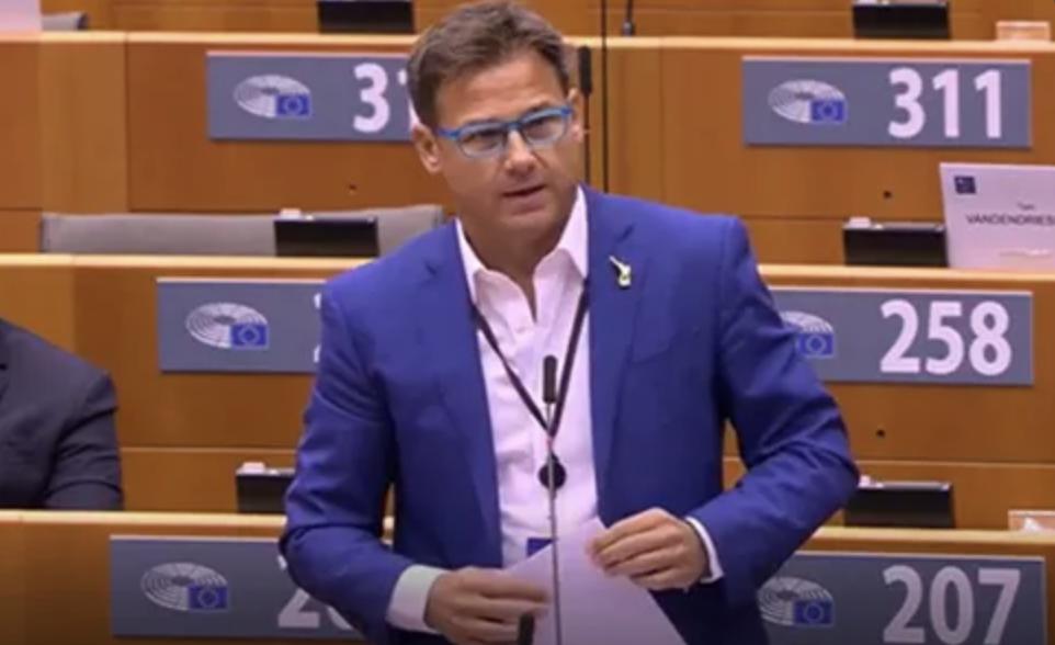 """Vaccino Covid, per europarlamentare leghista Angelo Ciocca """"Se si ammala un lombardo vale di più"""""""