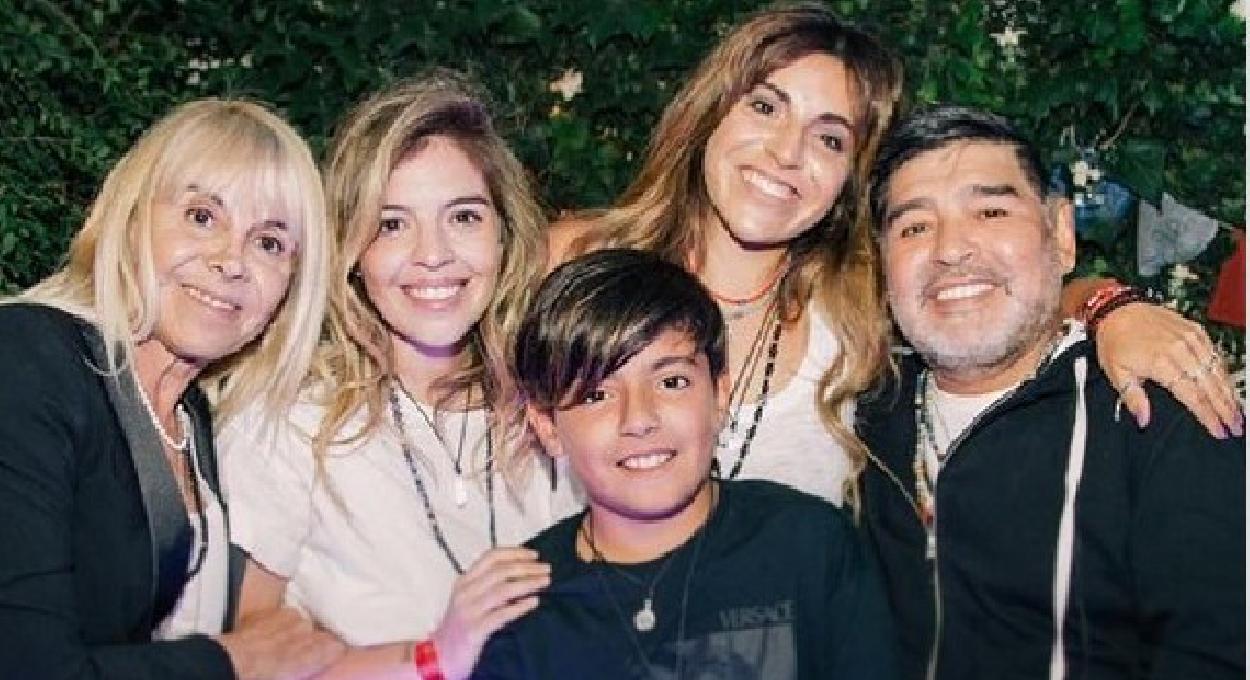 """Maradona, spunta la chat dei figli: """"Serve un altro medico"""""""