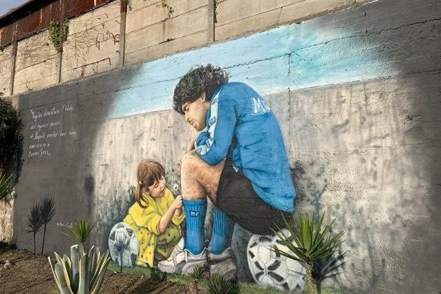 Maradona, un murale con la figlia Dalma per recuperare il Centro Paradiso