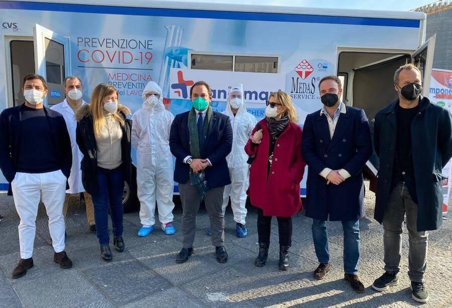 """A Napoli nuova tappa del tampone solidale """"O tengo e to' dong"""""""