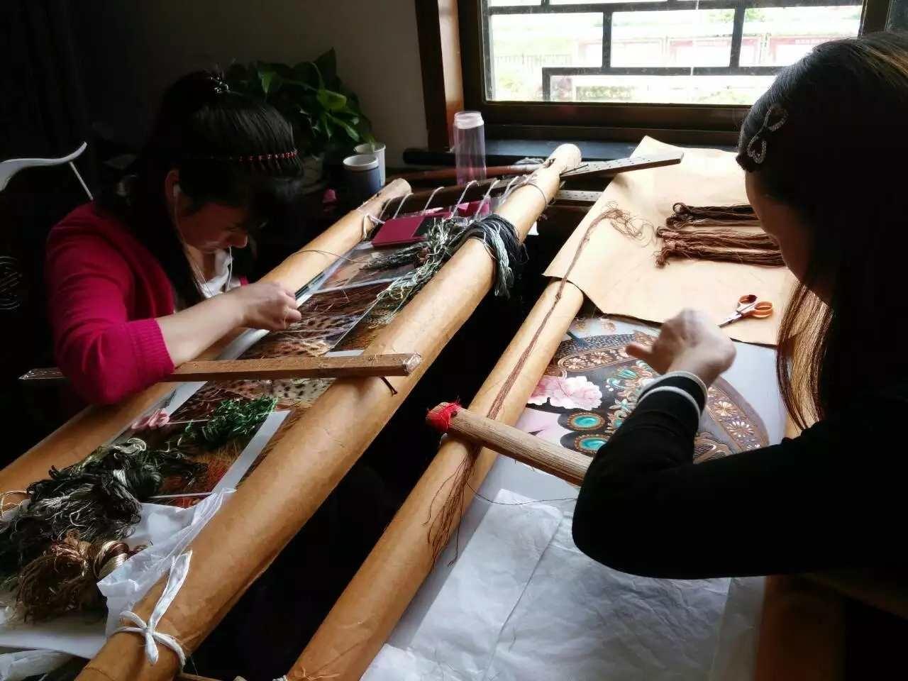 The art of embroidery: una danza di aghi e fili