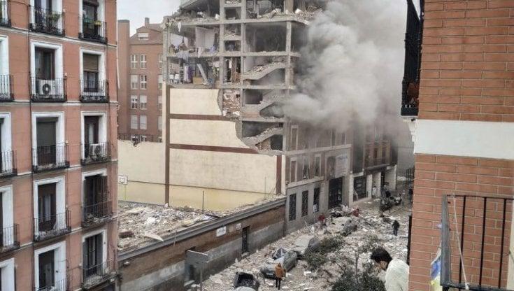 Esplosione a Madrid: due morti e 8 feriti, si cerca tra le macerie