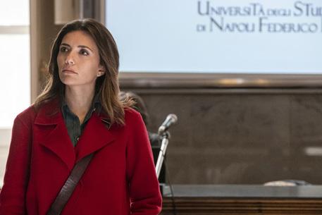 """Serena Rossi è Mina Settembre: """"Napoli è l'altra vera protagonista della serie"""""""