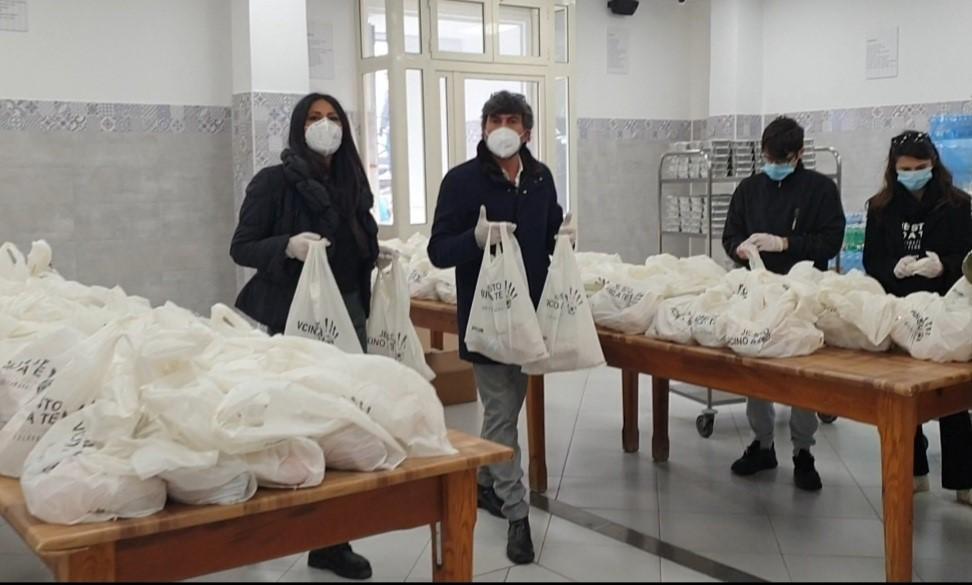 Fondazione Cannavaro Ferrara: distribuiti i primi pasti di solidarietà alla mensa dei poveri presso la Basilica del Carmine Maggiore di Napoli