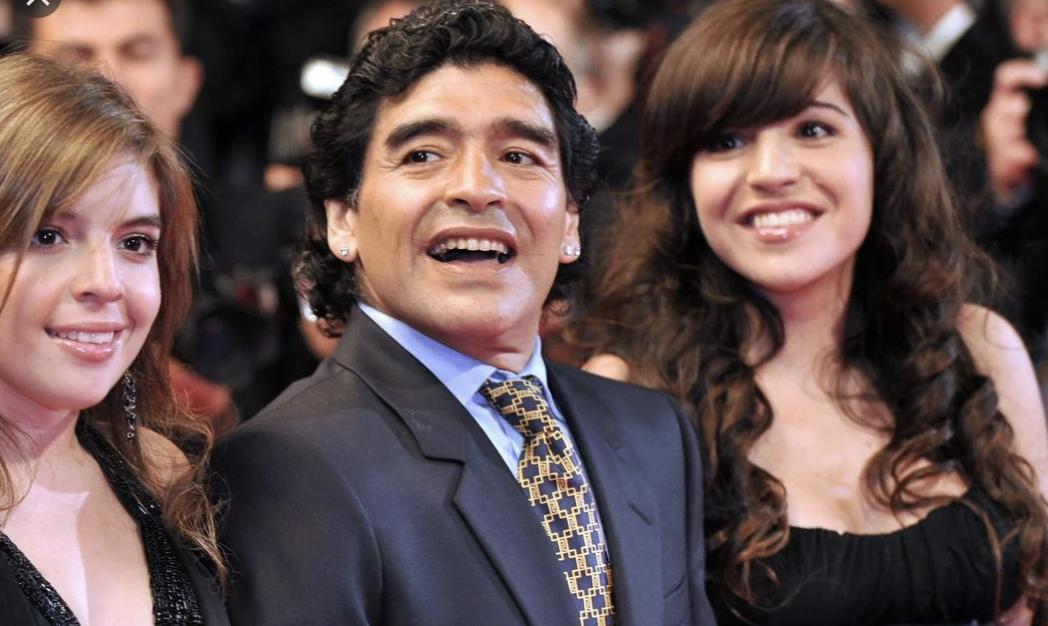 """Covid - Aumento casi in Argentina, si punta il dito sul funerale di Maradona. Figlia del Pibe: """"Non incolpate mio padre"""""""