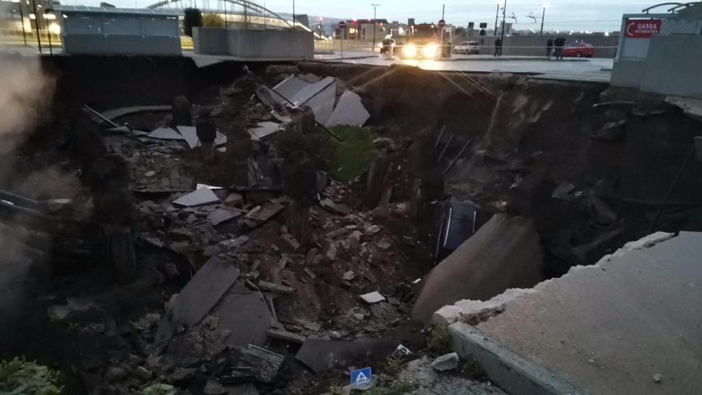 Esplosione all'Ospedale del Mare, voragine di 50 metri nel parcheggio: evacuato Covid residence (VIDEO)