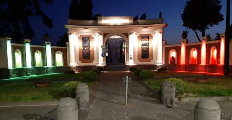 Procida Capitale della Cultura 2022, la facciata del Parco Archeologico di Ercolano illuminata di rosa