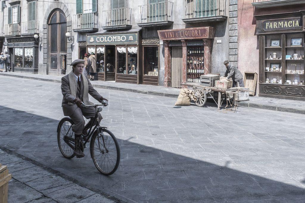 Rai1, questa sera comincia il viaggio nella Napoli degli anni '30 con il commissario Ricciardi