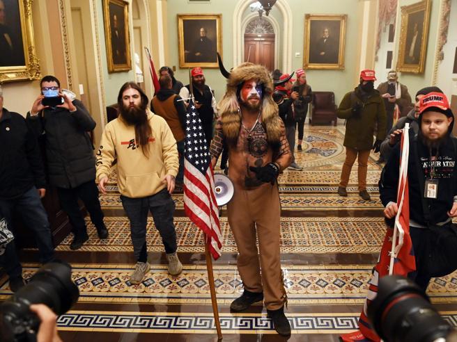 Il Congresso Usa proclama la vittoria di Biden: 4 morti negli scontri con i sostenitori di Trump