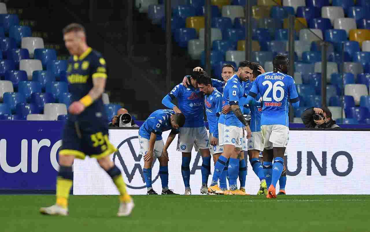 Napoli-Parma 2-0, Elmas e Politano scacciano la crisi (per ora)