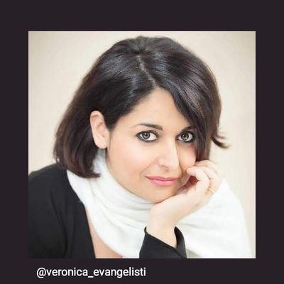 """""""Donne Fenice"""", lo sguardo forte delle donne libro di Veronica Evangelisti"""