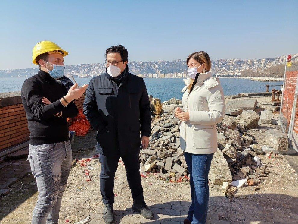 Lungomare di Napoli, al via i lavori per il ripristino del parapetto di via Partenope