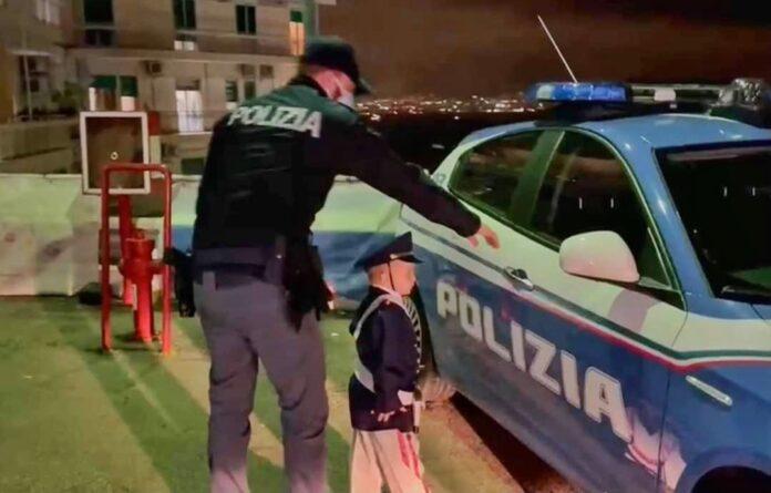 Guarisce da una rara malattia, la polizia esaudisce il desiderio del piccolo Davide