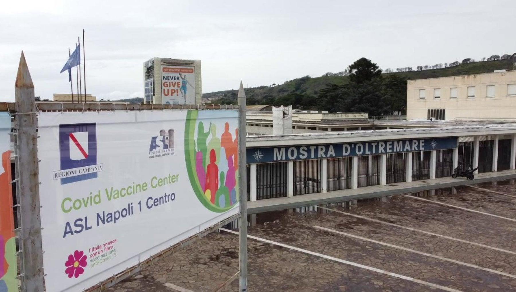 Vaccini a Napoli, oggi AstraZeneca in Mostra e al porto