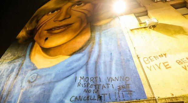 Vandalizzato il murale dedicato a Nino D'Angelo dopo la cancellazione di quello per Luigi Caiafa