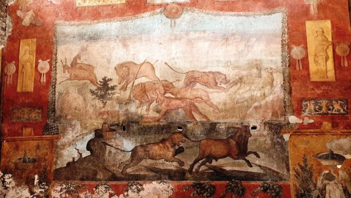 Pompei, torna a nuova vita l'affresco del giardino della Casa dei Ceii