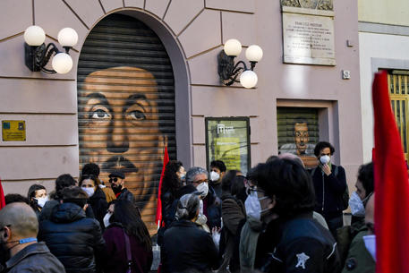 La protesta dei lavoratori dello spettacolo a Napoli: strada occupata e caos traffico