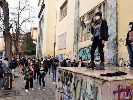 Scuola, a Napoli rientro alle superiori a singhiozzo