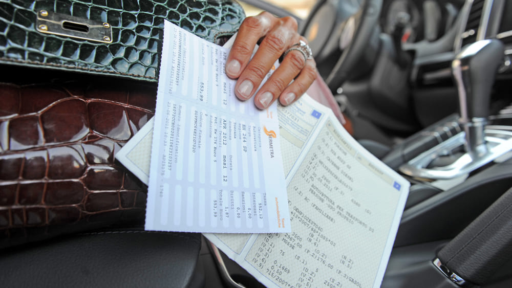 Bollo auto e multe, ipotesi cancellazione pagamenti arretrati: le novità