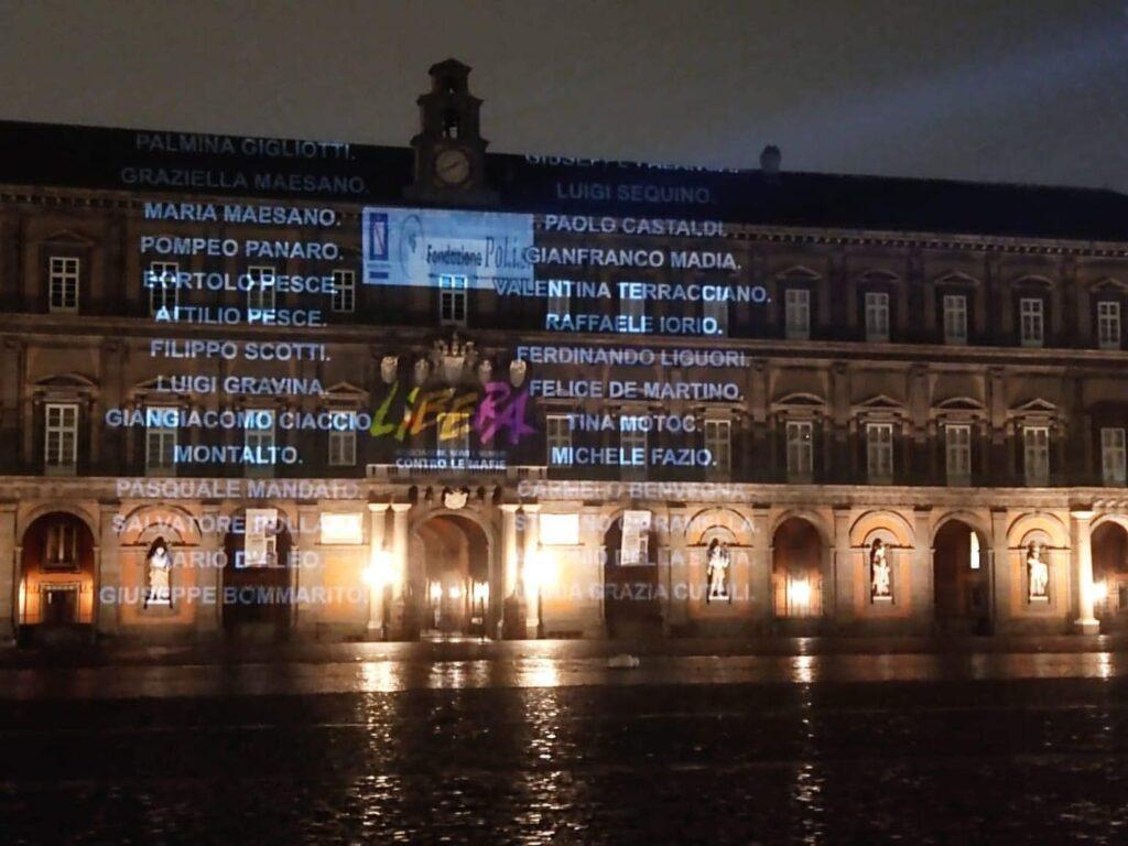 Napoli, i nomi delle vittime di mafia proiettati sulla facciata di Palazzo Reale