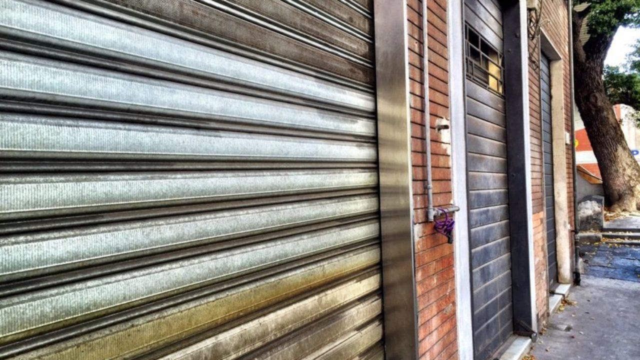 Covid, Campania in zona rossa: l'elenco delle attività che resteranno aperte